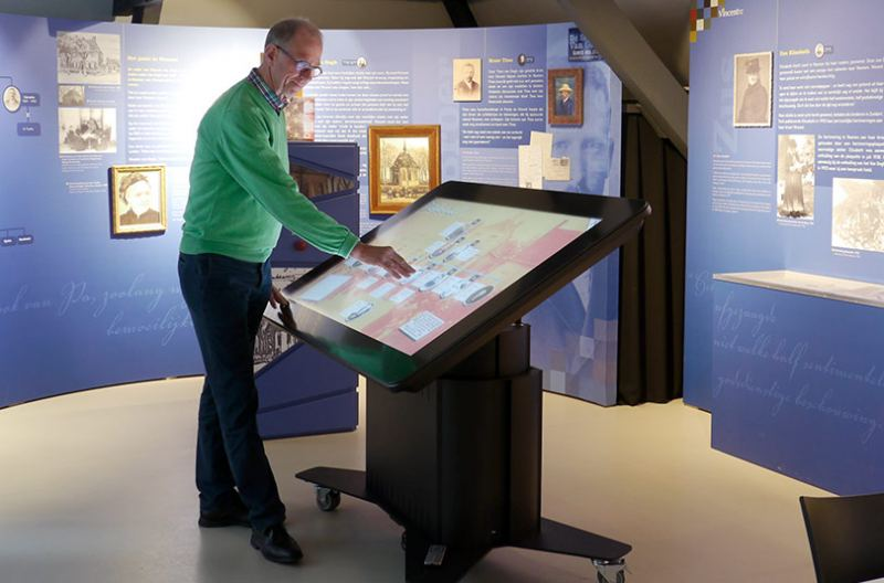 Prestop tilting touchscreen table