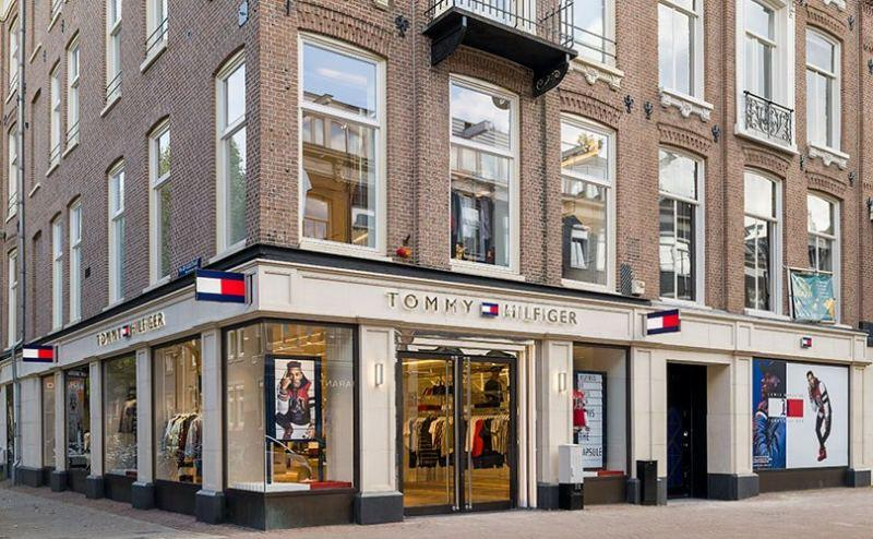 super popular 1ddc1 4d8d0 Screens, glorious screens, at Tommy Hilfiger's store of the ...