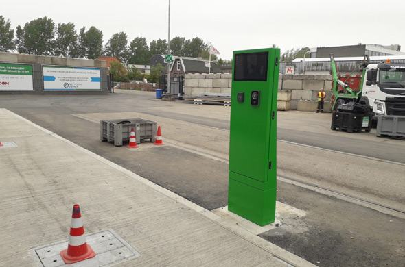 Convenience with weighing kiosk at Recycling Diemen