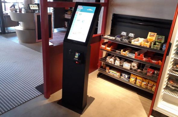 Guests at Hotel The Match can now pay for their snacks 24/7 at the order kiosk